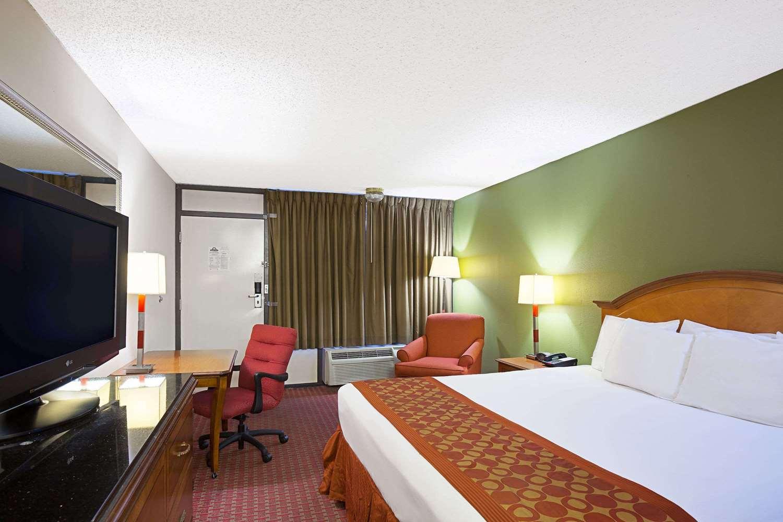 Room - Days Inn Lafayette