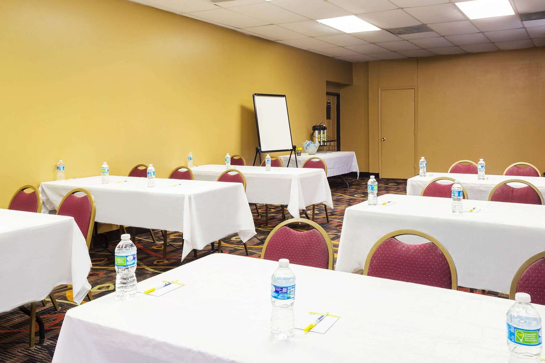 Meeting Facilities - Days Inn Lafayette