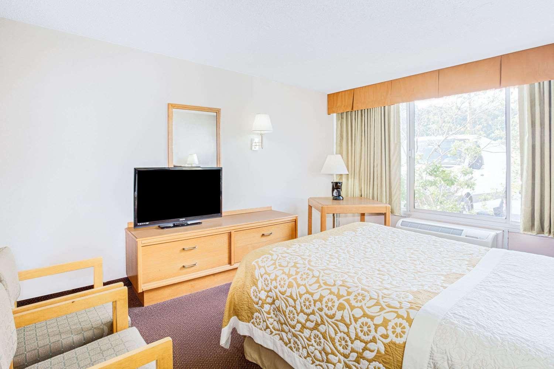 Room - Days Inn Cambridge