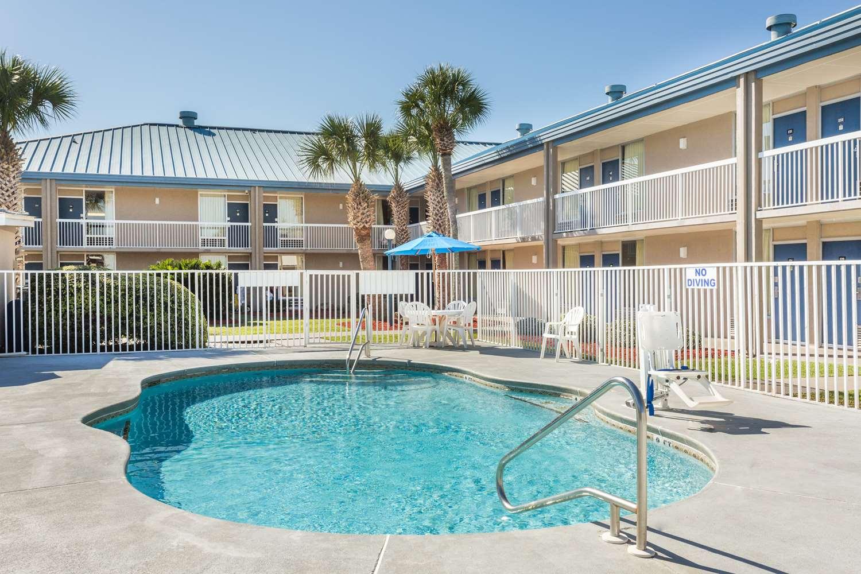Pool - Days Inn I-75 Adel