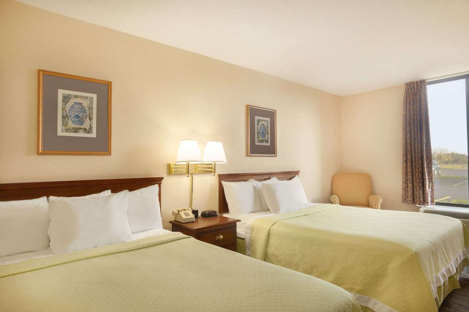 Room - Days Hotel Buffalo Airport Cheektowaga