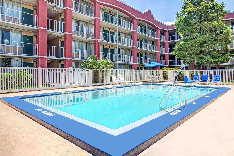 Pool - Days Inn Universal North Orlando