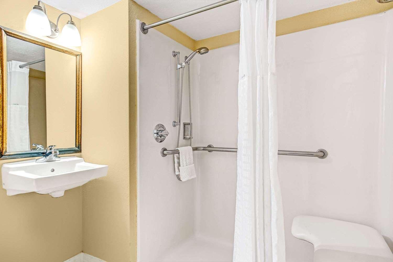 Room - Days Inn Universal North Orlando