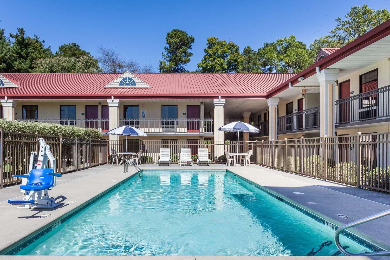 Pool - Days Inn Dalton