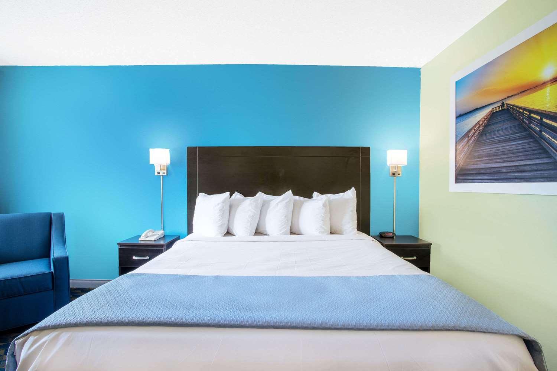 Room - Days Inn Wrightstown