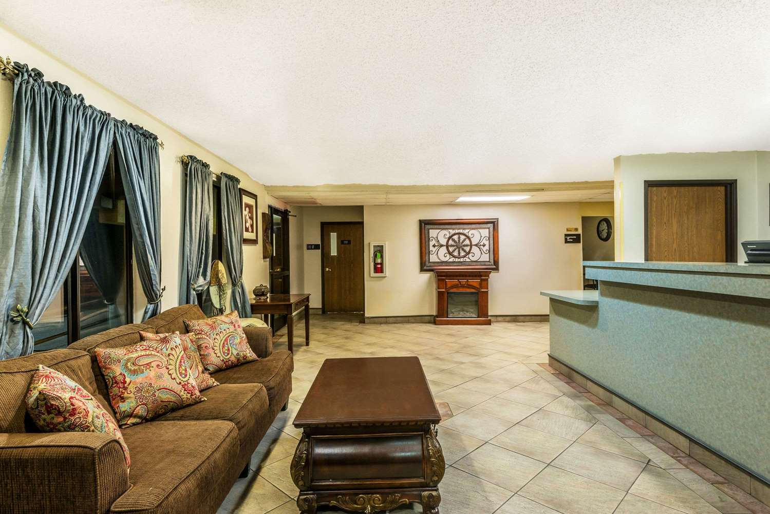 Lobby - Super 8 Hotel Sulphur