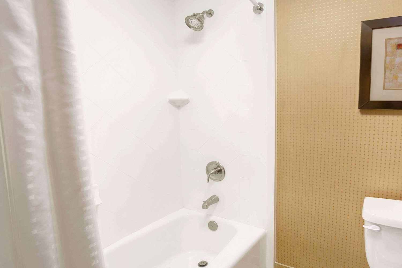 Room - Wyndham Garden Hotel Duluth