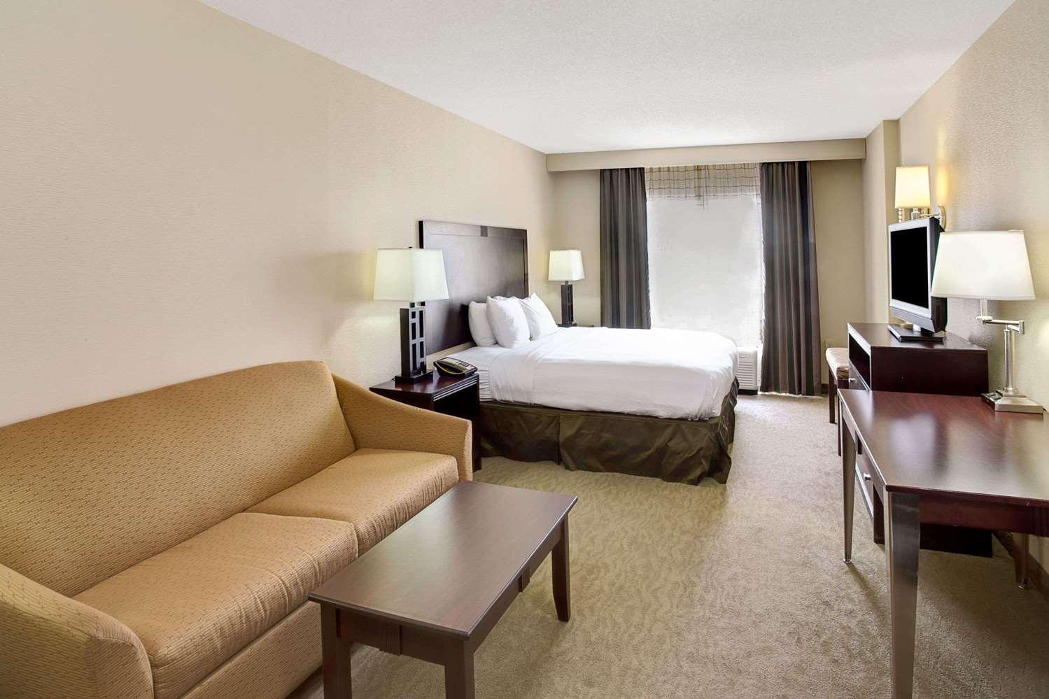 Suite - Wyndham Garden Hotel Duluth
