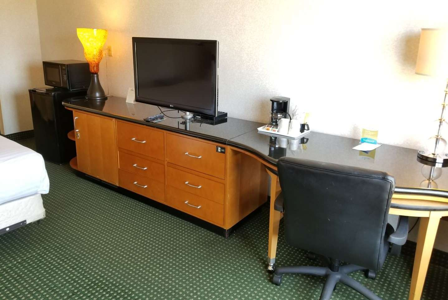 Room - Days Inn Erie