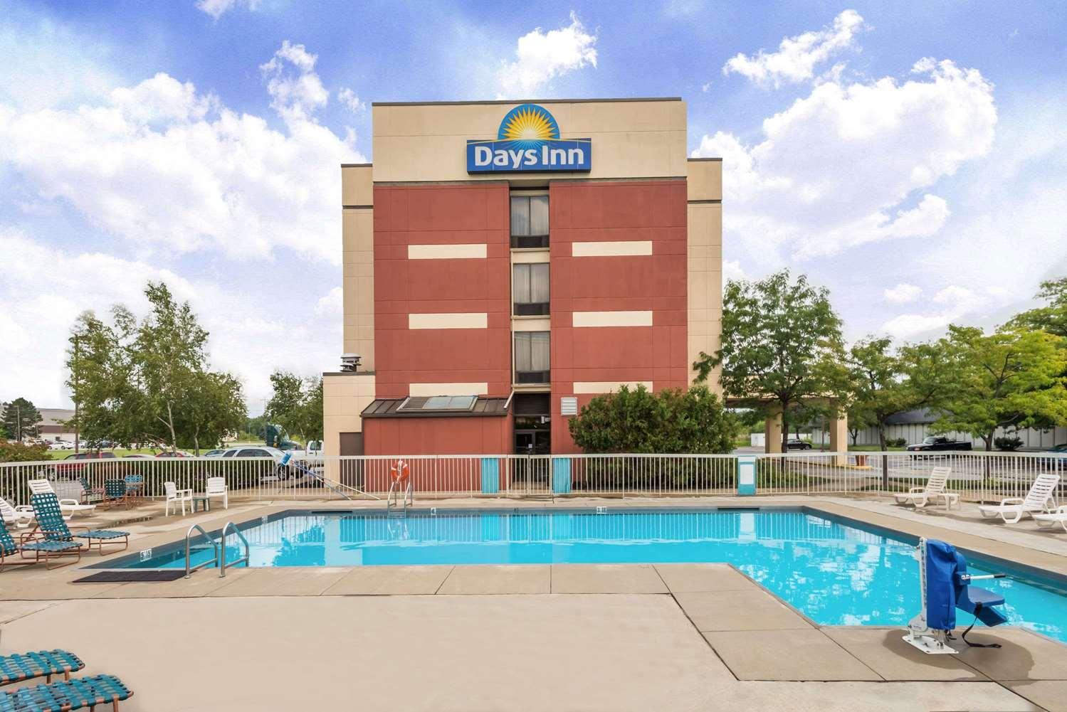 Pool - Days Inn Erie