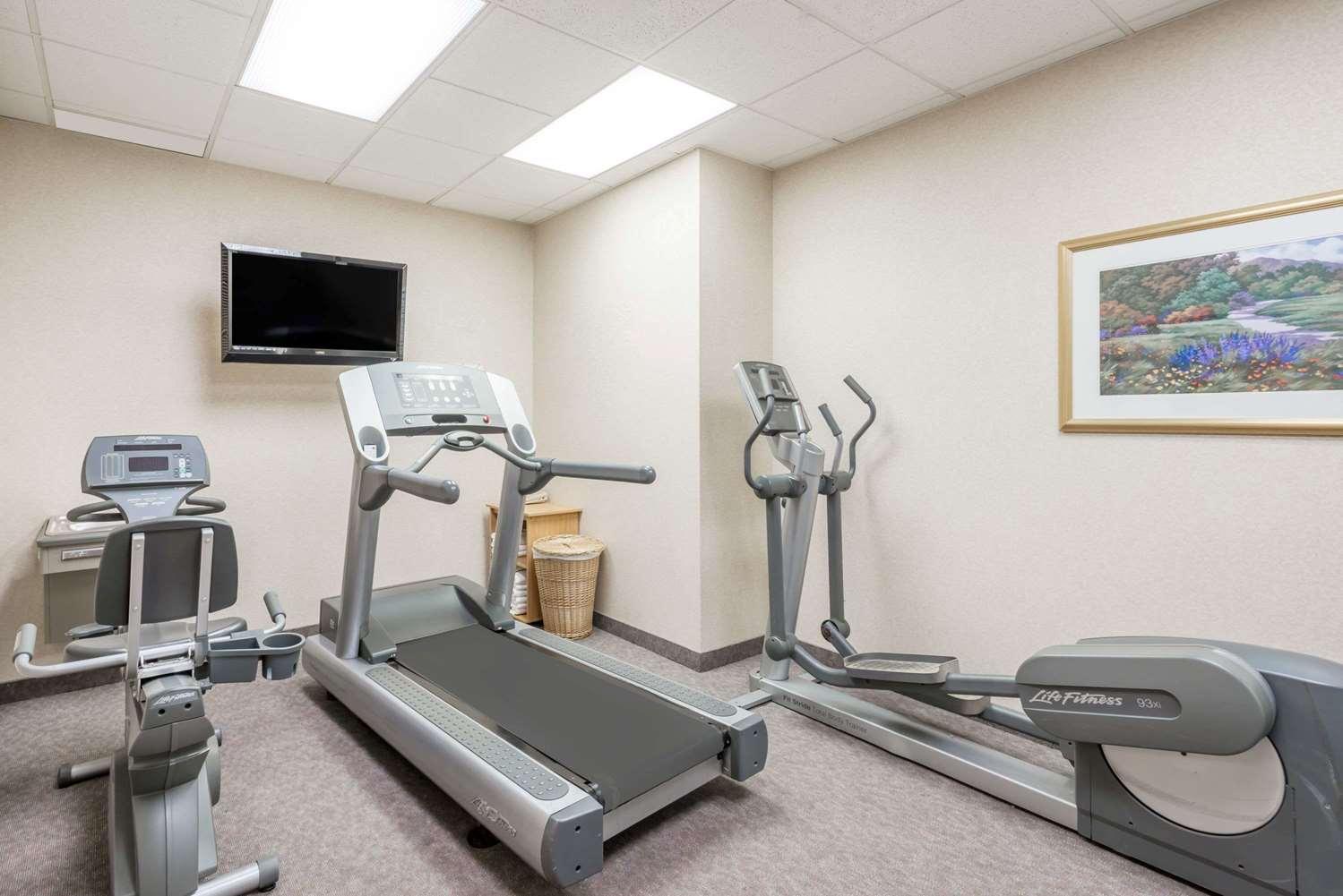 Fitness/ Exercise Room - Days Inn Erie