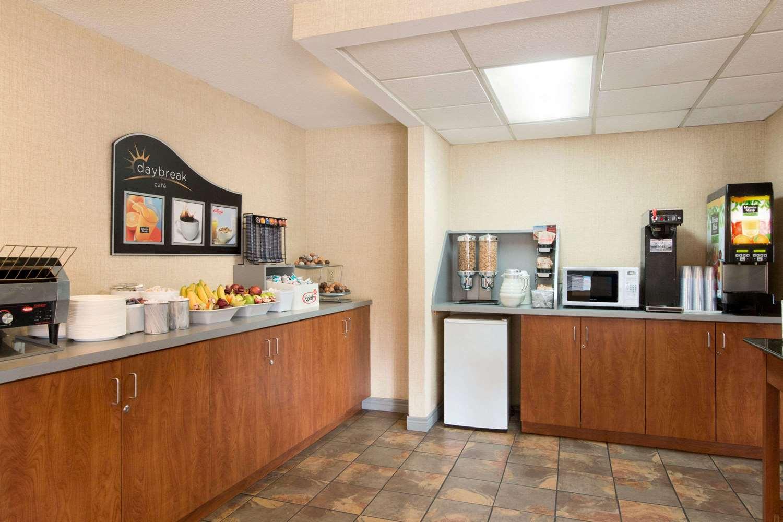 Restaurant - Days Inn near the Falls Niagara Falls