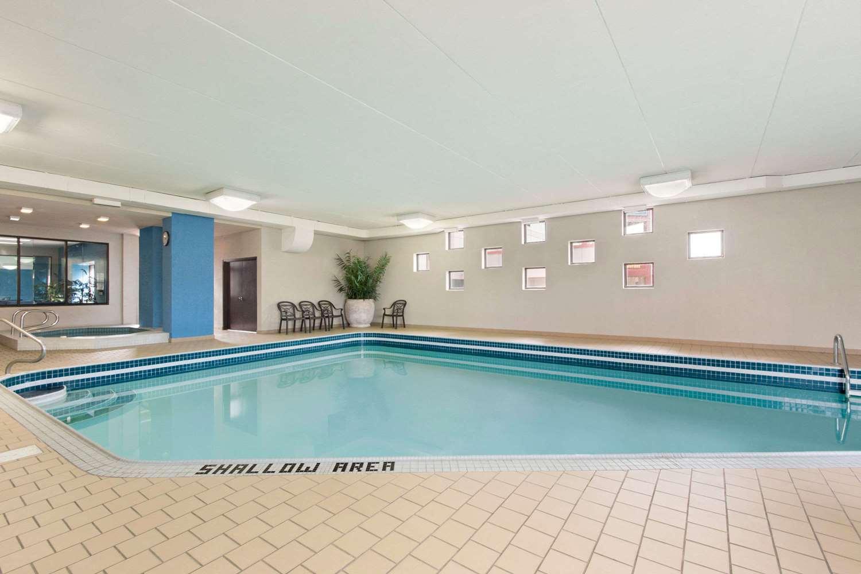 Pool - Days Inn near the Falls Niagara Falls