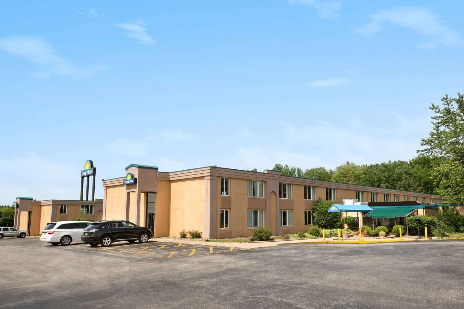 Exterior view - Days Inn Willoughby