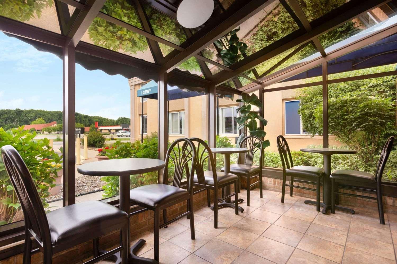 Restaurant - Days Inn Willoughby