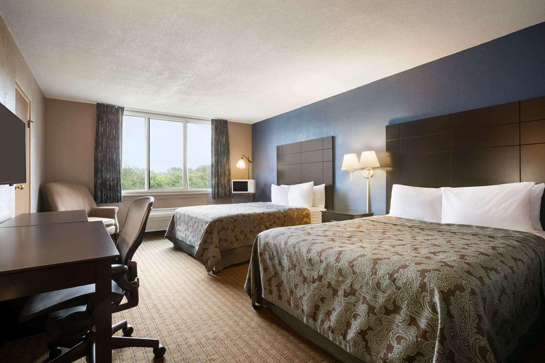 Room - Days Inn Willoughby
