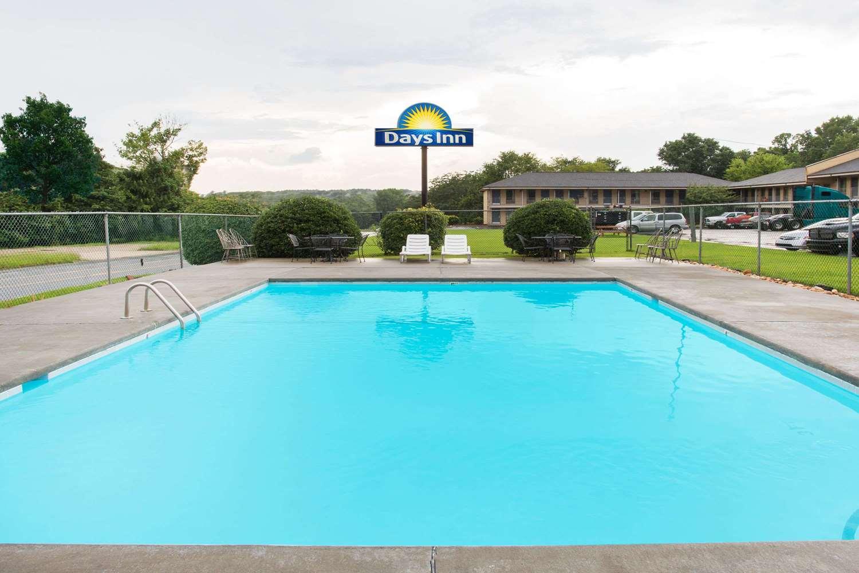 Pool - Days Inn Rockingham