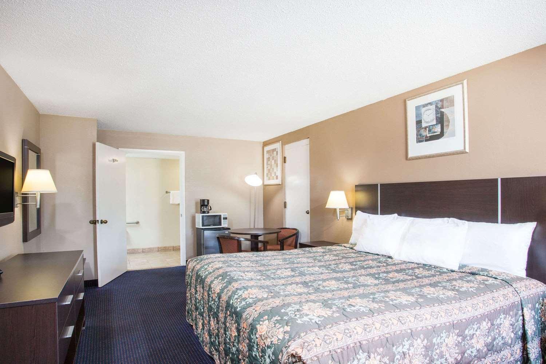 Room - Days Inn Rockingham