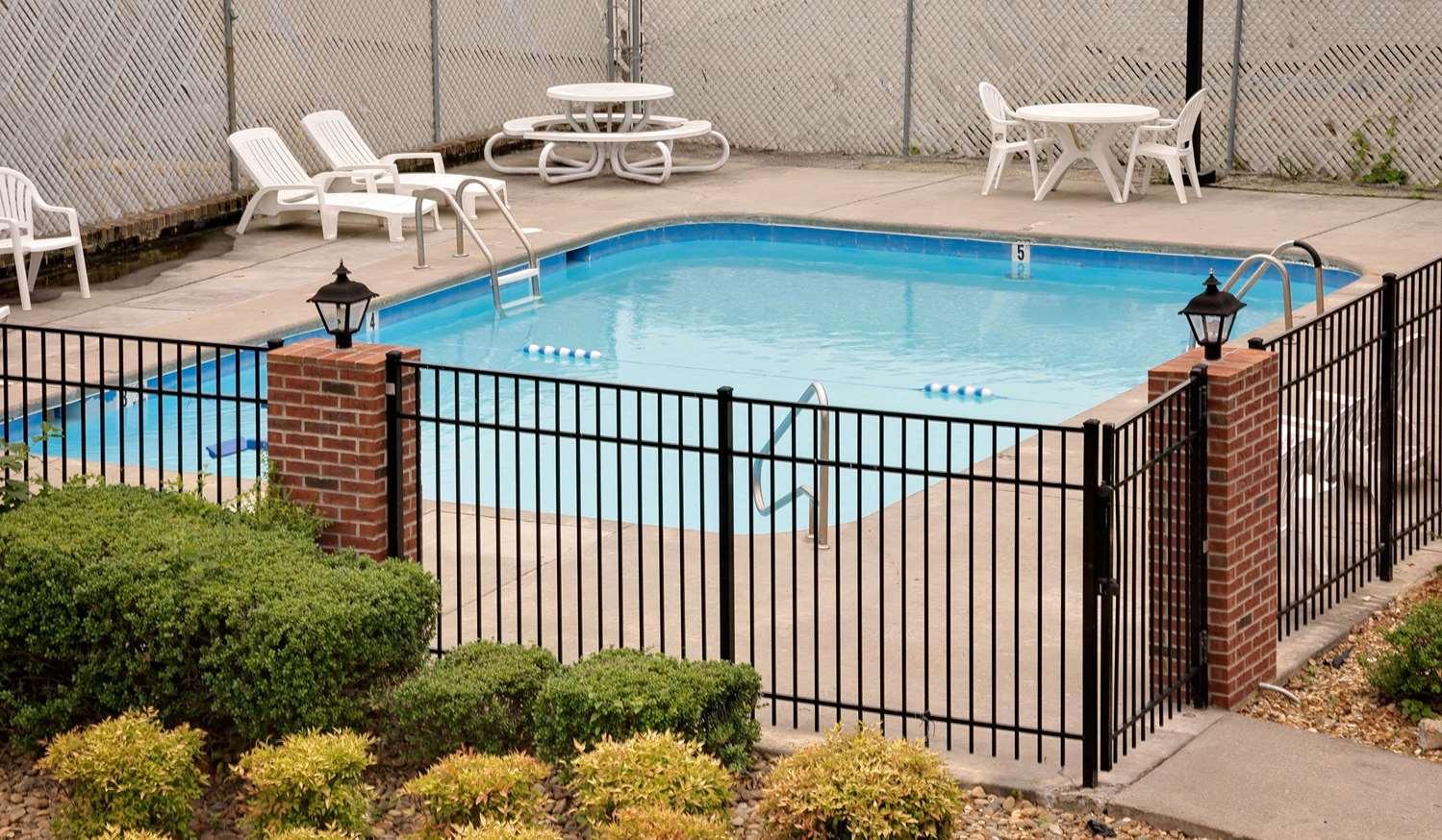 Pool - Days Inn Cleveland