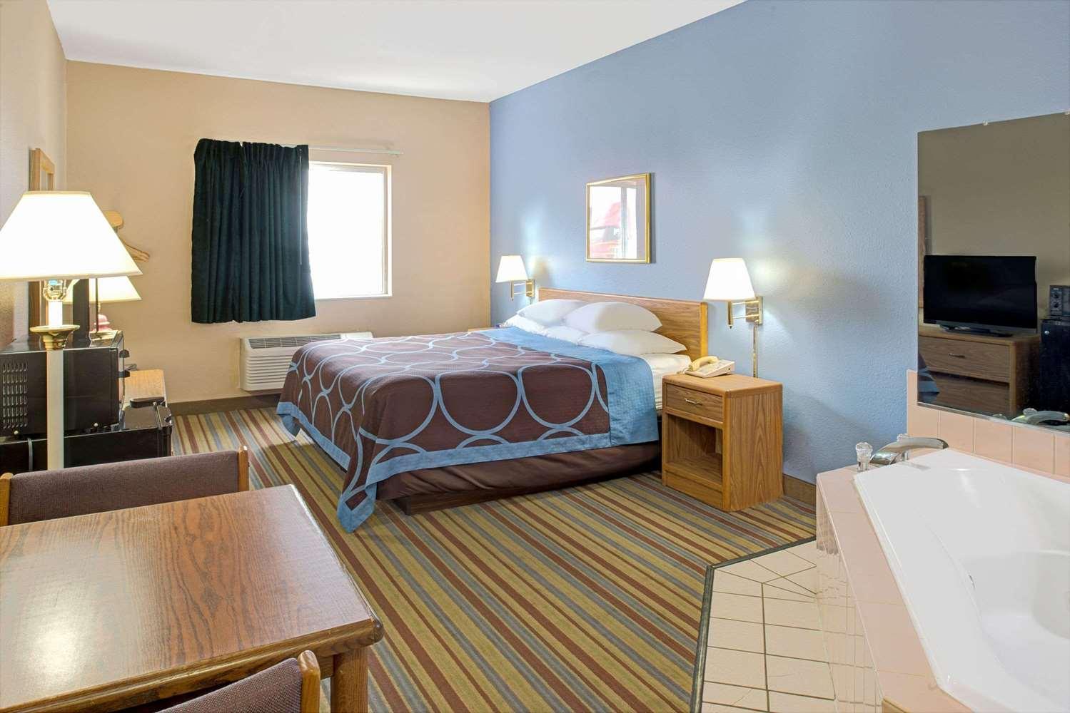 Suite Super 8 Hotel Pontoon Beach