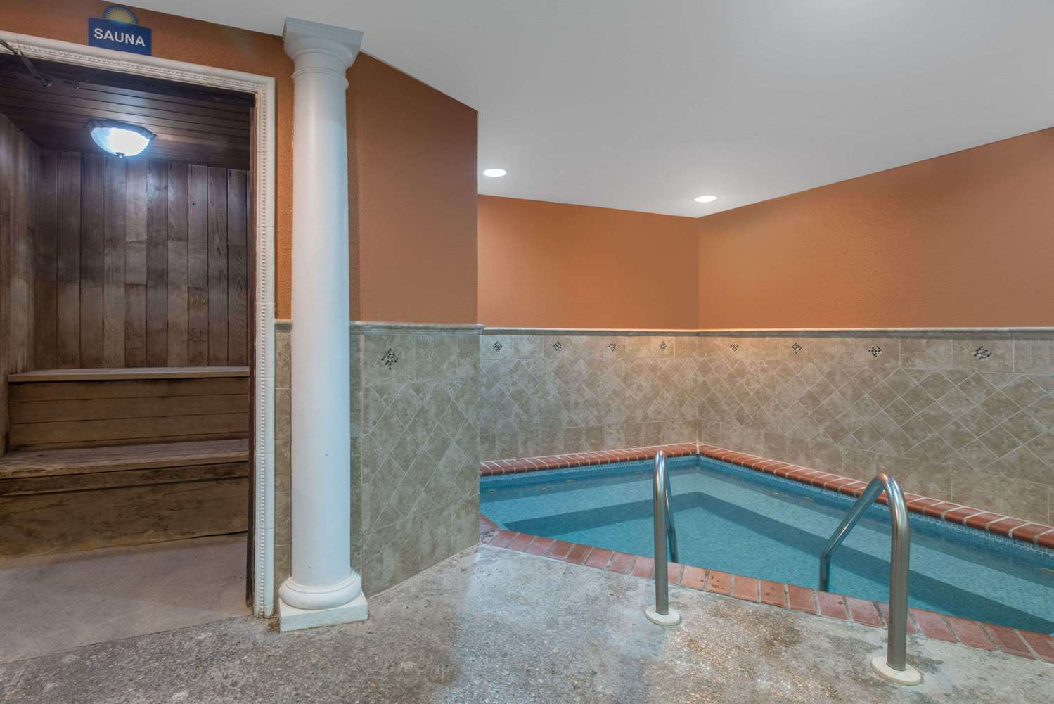 Pool - Days Inn Minot