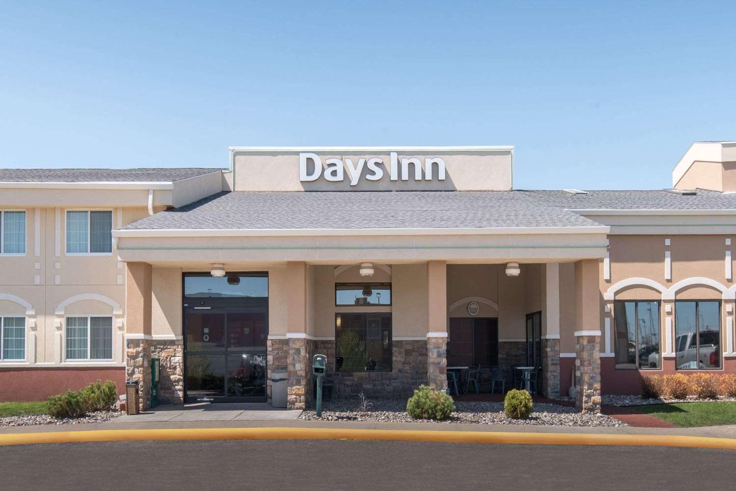 Exterior view - Days Inn Minot