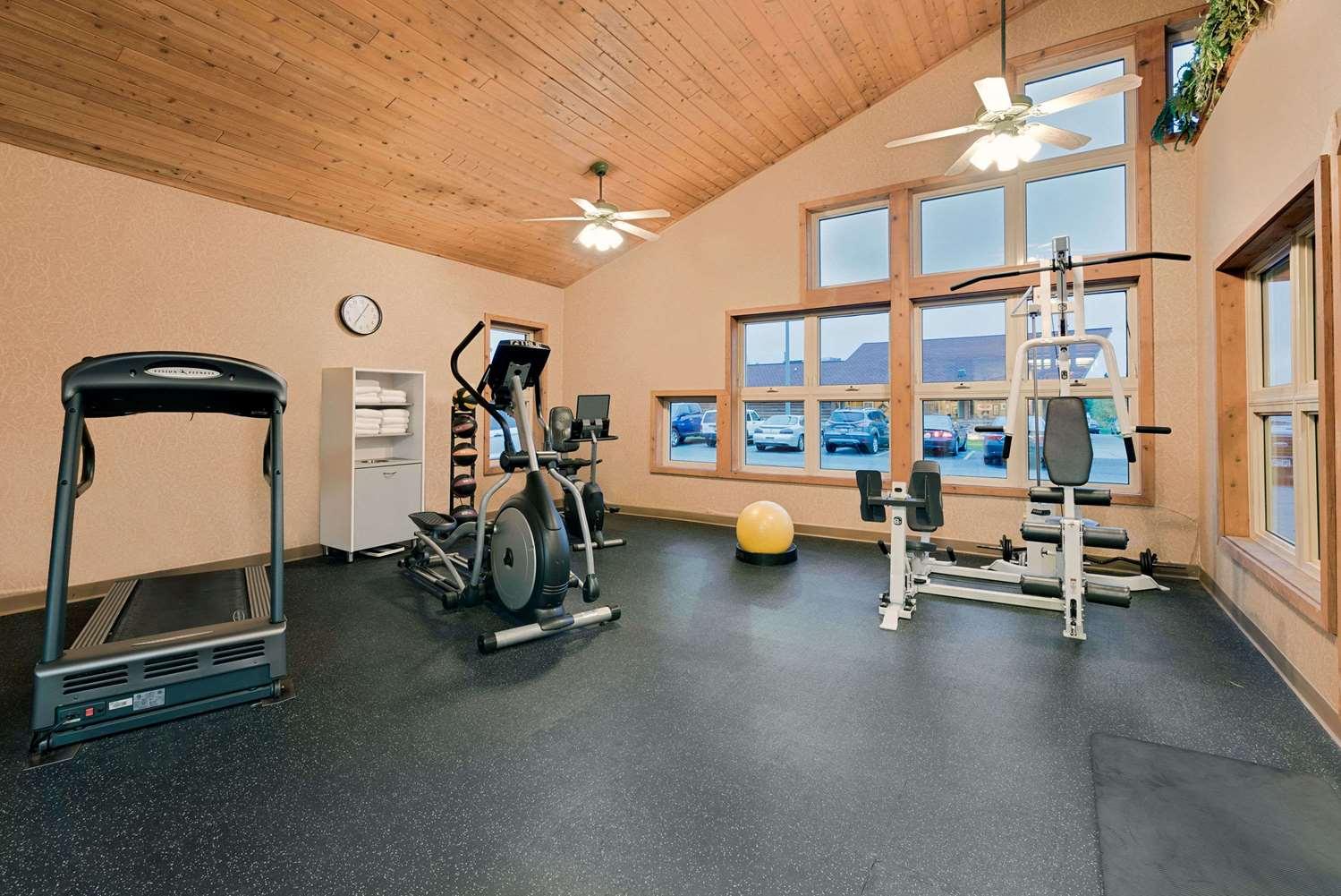 Fitness/ Exercise Room - Days Inn International Falls