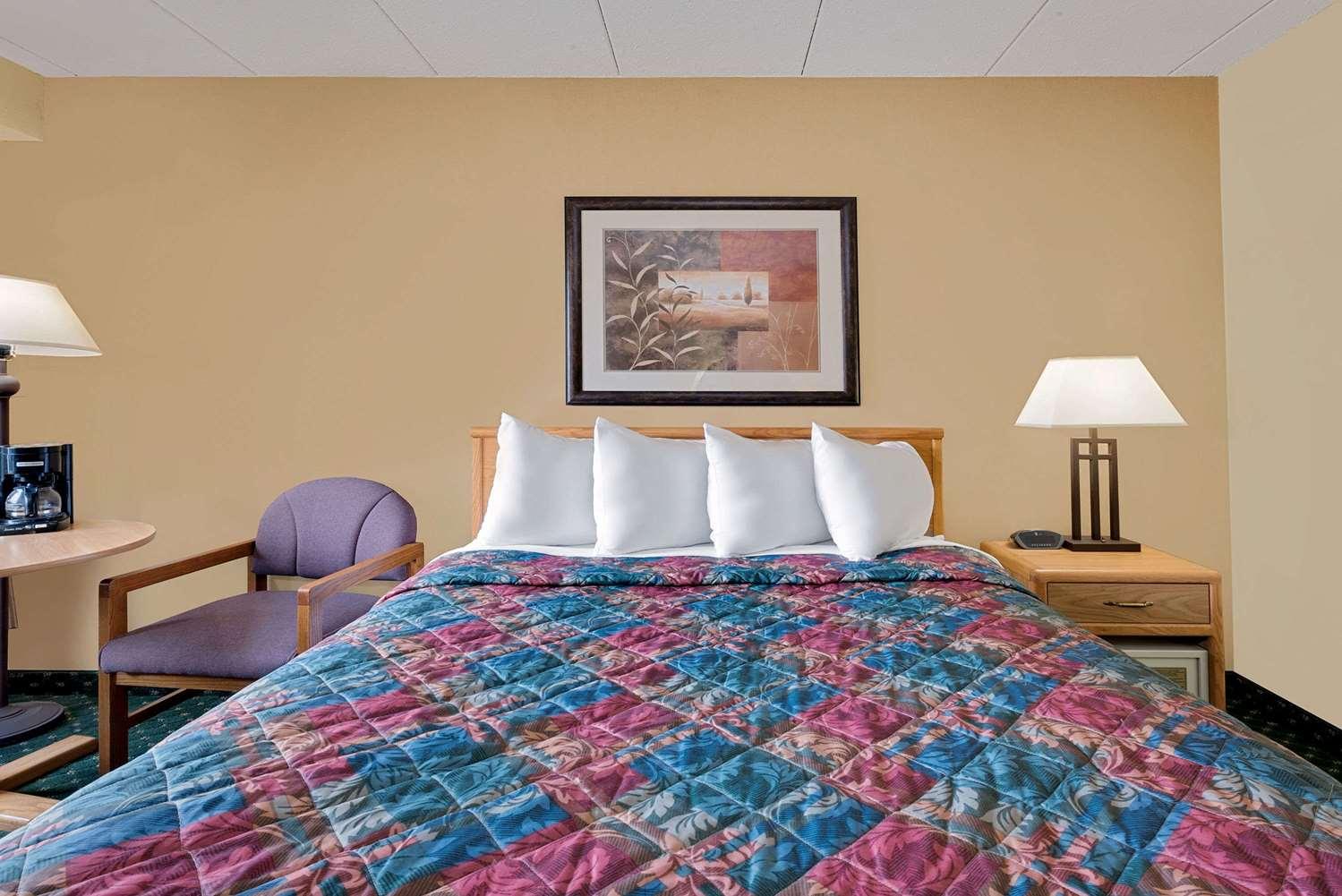 Room - Days Inn International Falls
