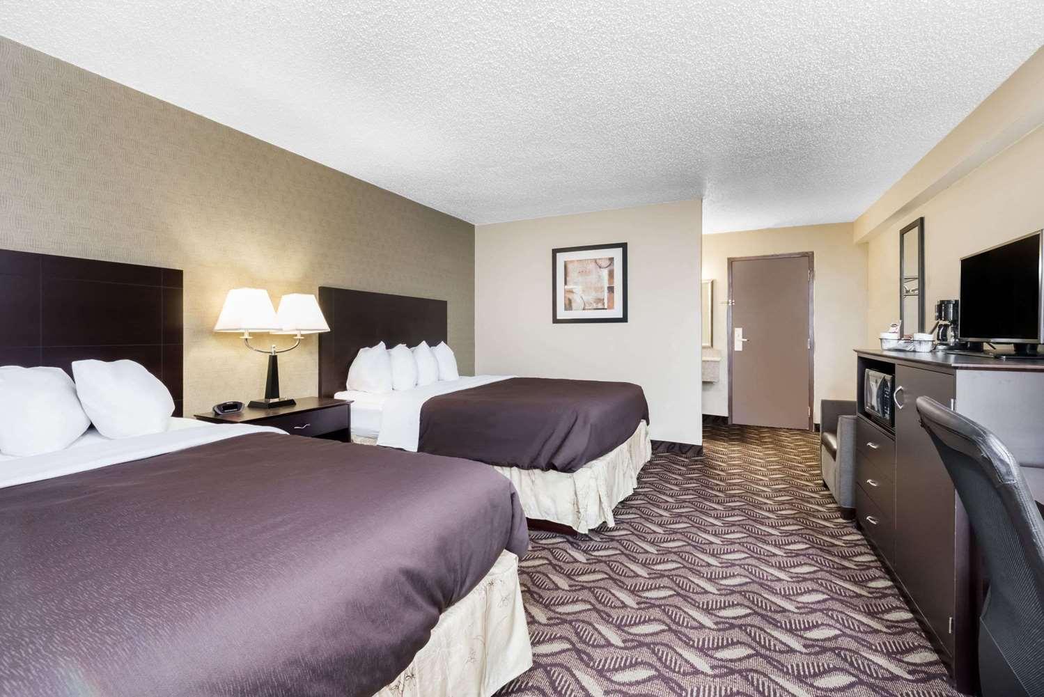 Room - Days Inn Bismarck