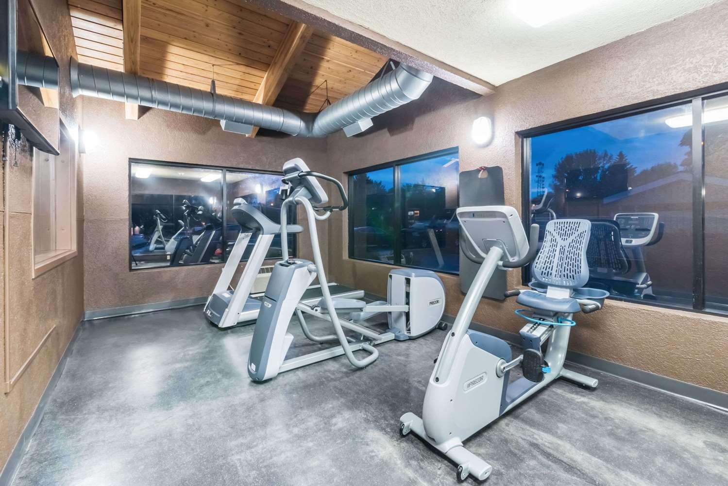 Fitness/ Exercise Room - Days Inn Bismarck