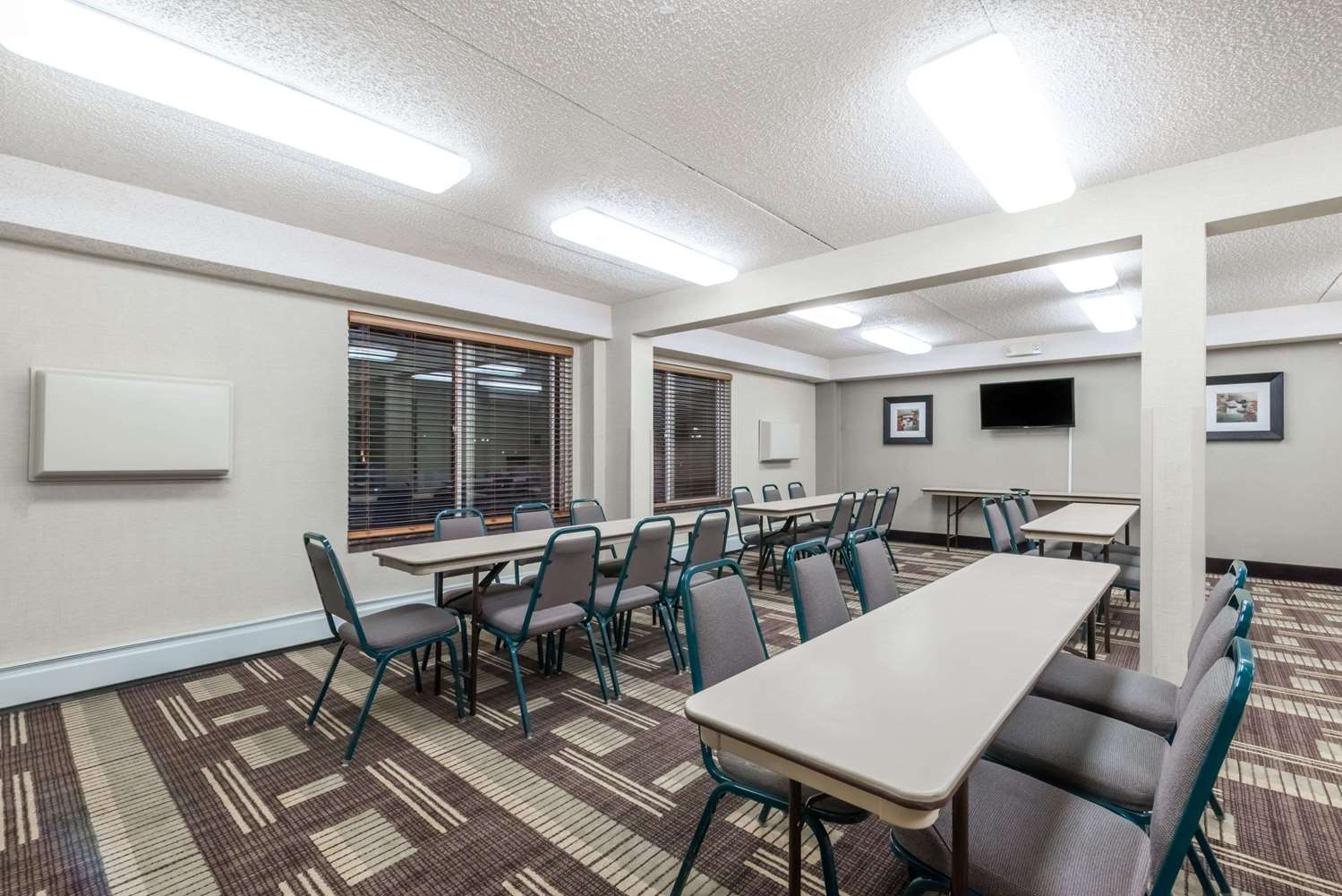 Meeting Facilities - Days Inn Bismarck