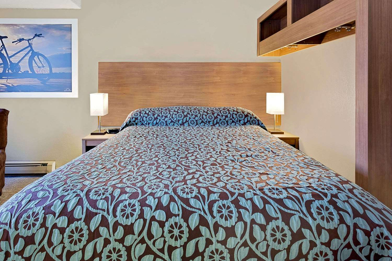 Room - Days Inn Winona