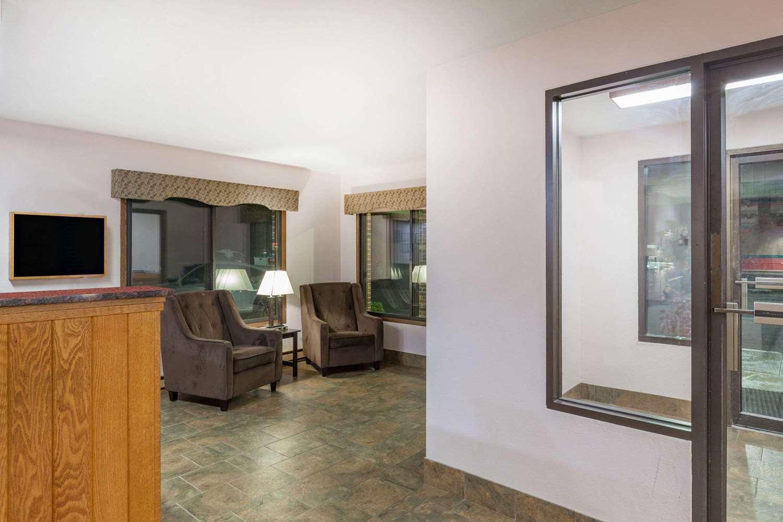 Lobby - Days Inn Mason City