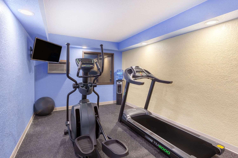 Fitness/ Exercise Room - Days Inn Mason City