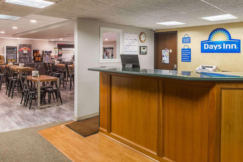 Lobby - Days Inn Pierre