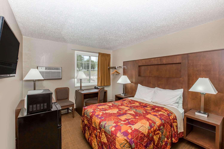 Room - Days Inn Pierre