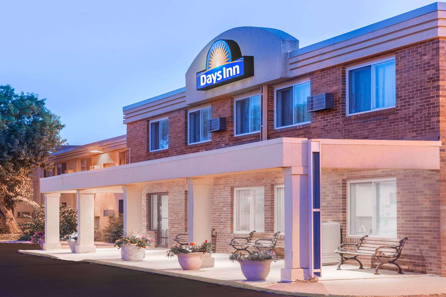 Exterior view - Days Inn Sioux Falls