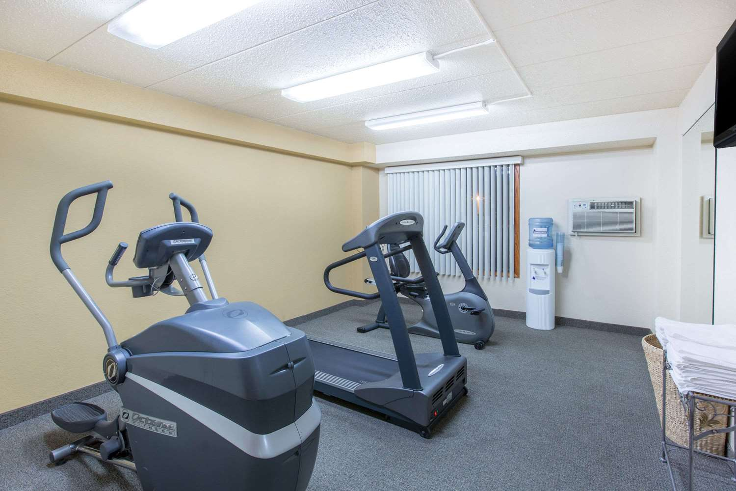 Fitness/ Exercise Room - Days Inn Sioux Falls