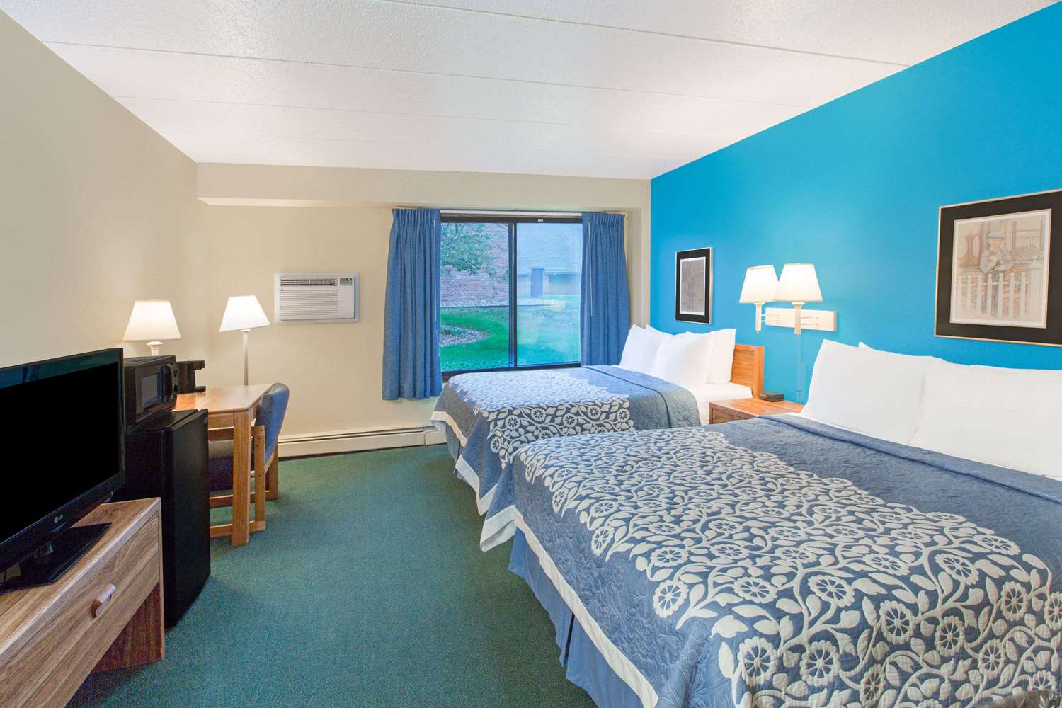 Room - Days Inn Sioux Falls