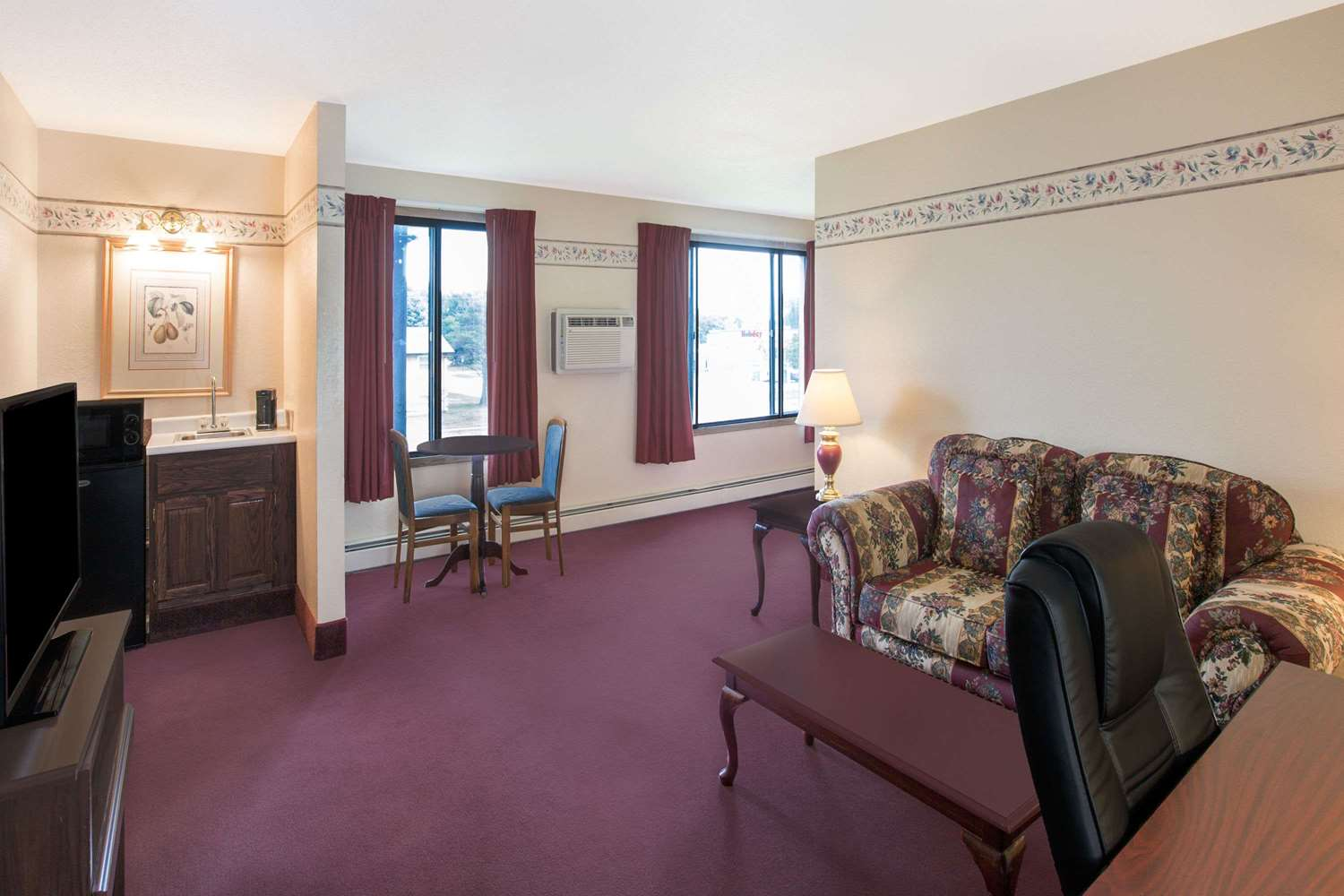 Suite - Days Inn Sioux Falls
