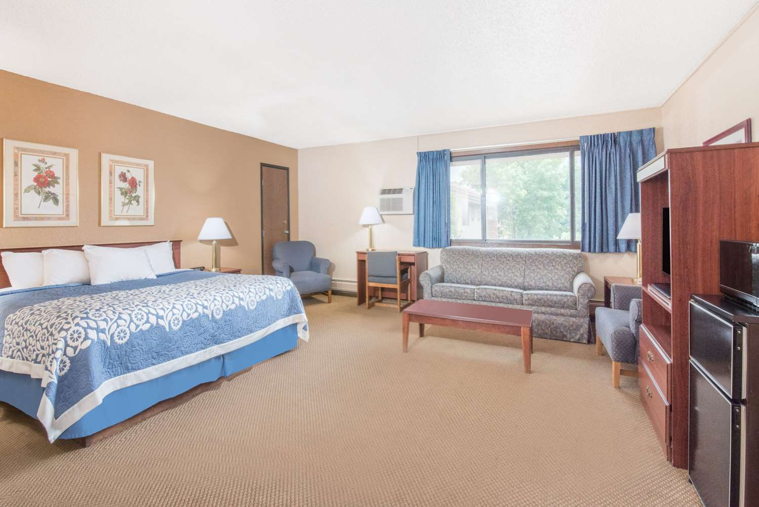 Suite - Days Inn Sioux Falls Airport