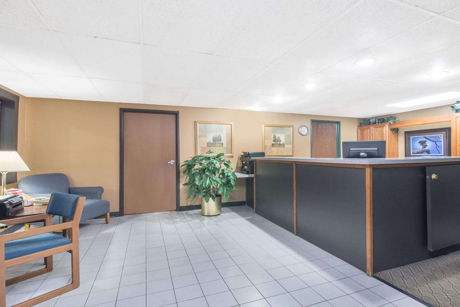 Lobby - Days Inn Sioux Falls Airport