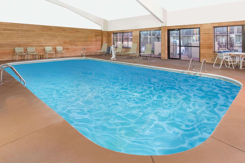 Pool - Days Inn Princeton