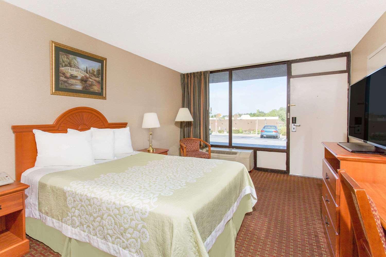 Room - Days Inn Princeton