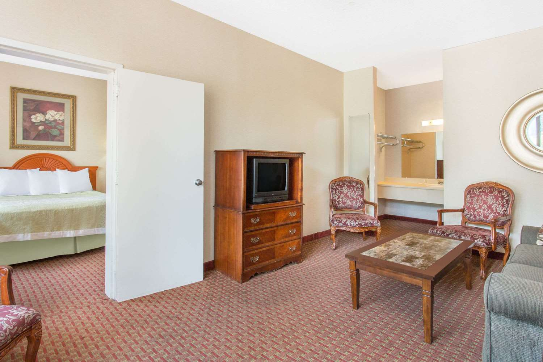 Suite - Days Inn Princeton