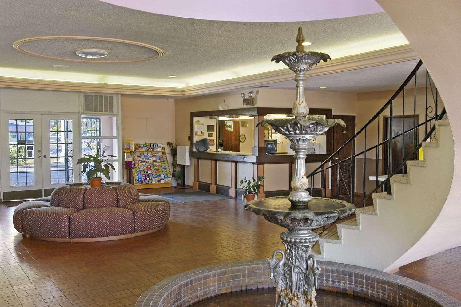 Lobby - Days Inn University Gainesville