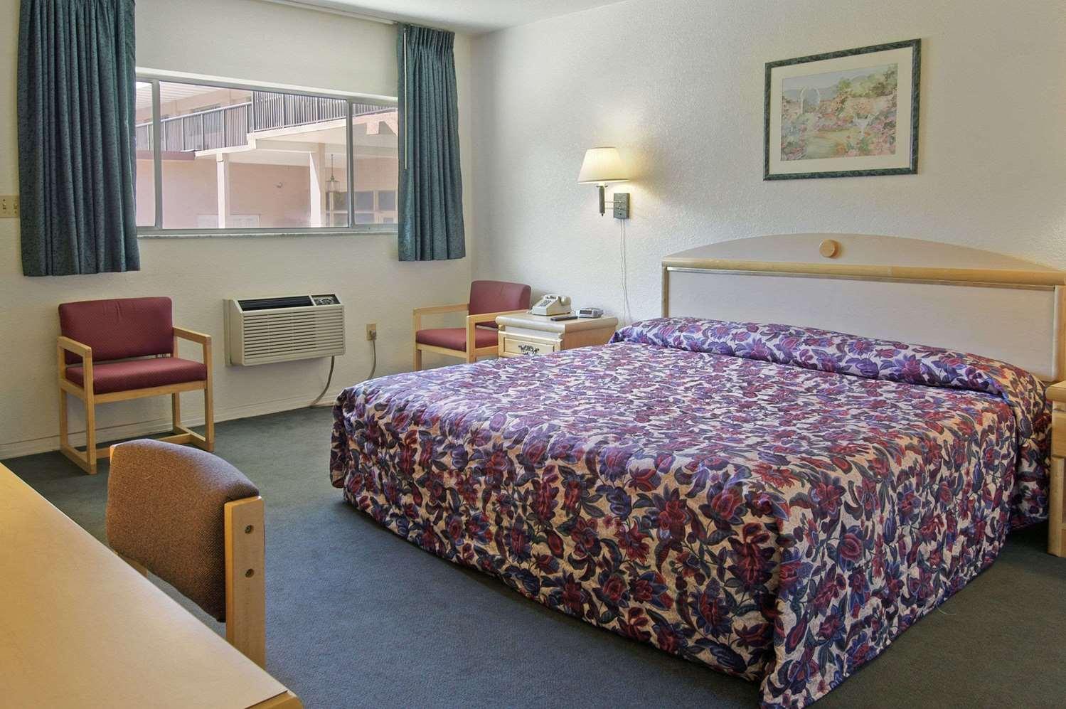 Room - Days Inn University Gainesville