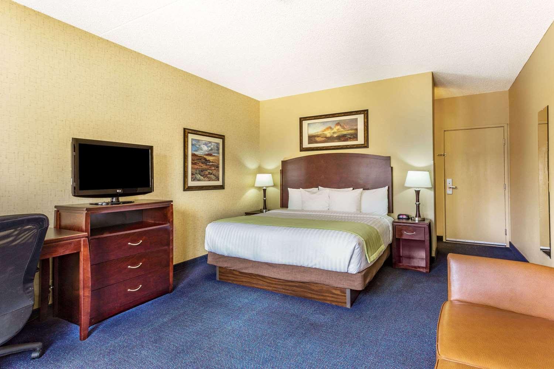 Room - Days Inn Mesa
