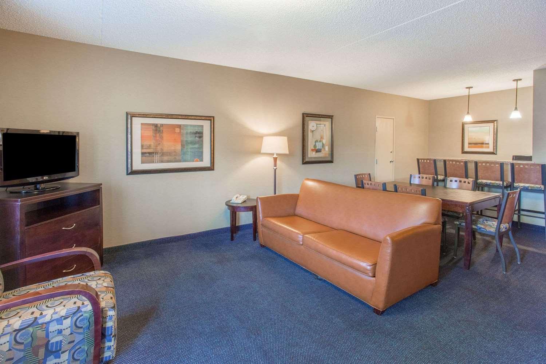 Suite - Days Inn Mesa