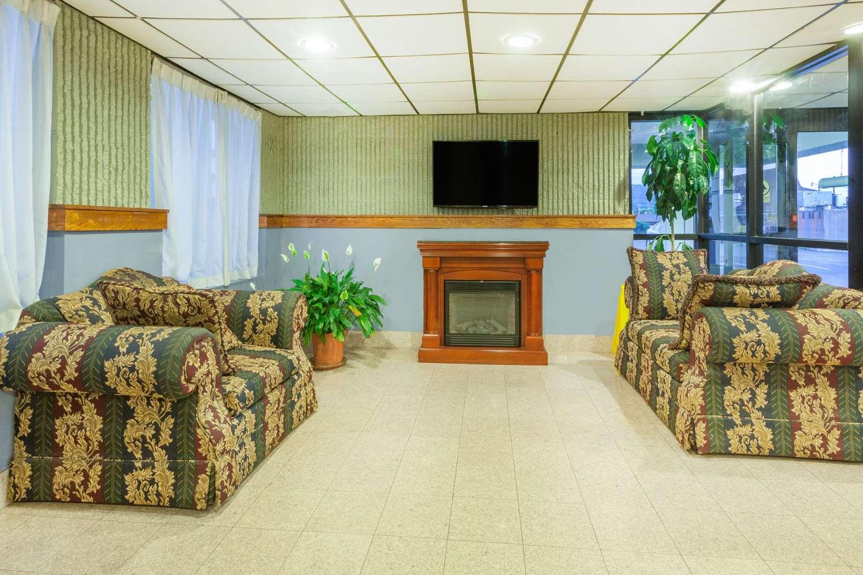 Lobby - Days Inn Wilkes-Barre